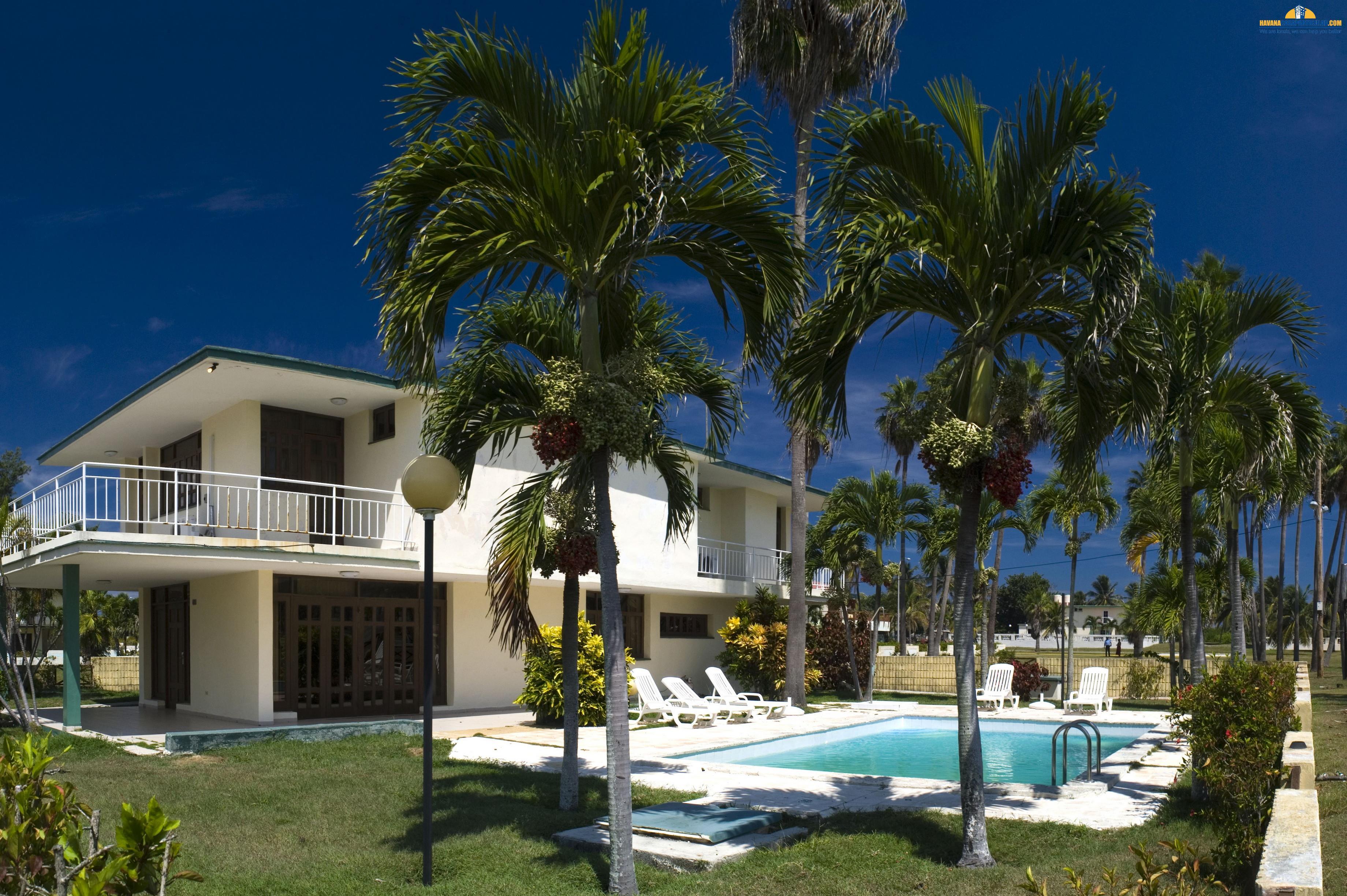 Villas with Swimming Pool Villa Los Pinos Havana City