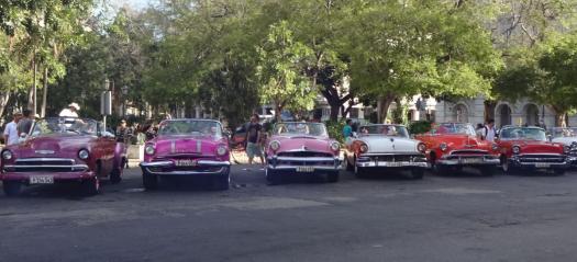 Kuba Urlaub Stadtrundfahrt im Oldtimer in Havanna
