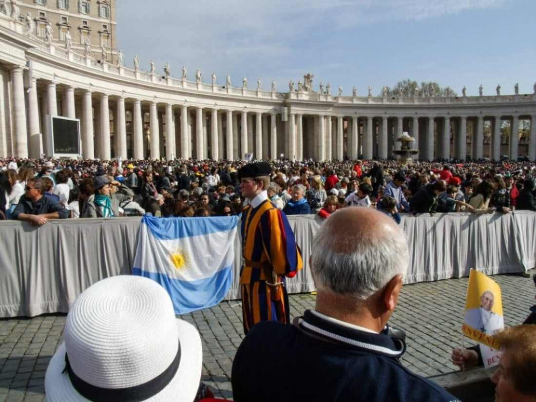 A member of the Swiss Guard patrolling the Papal Audience.