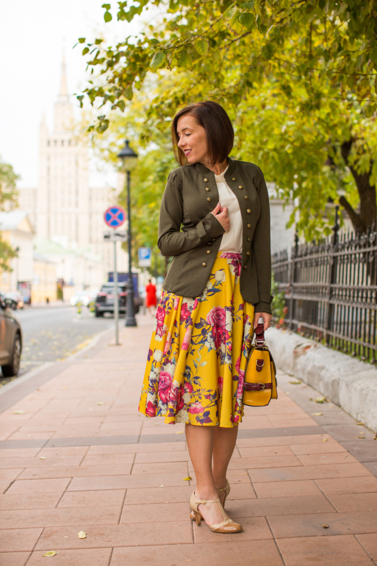 How to Style a Floral Midi Skirt – 7 Outfit Ideas for Summer & Fall