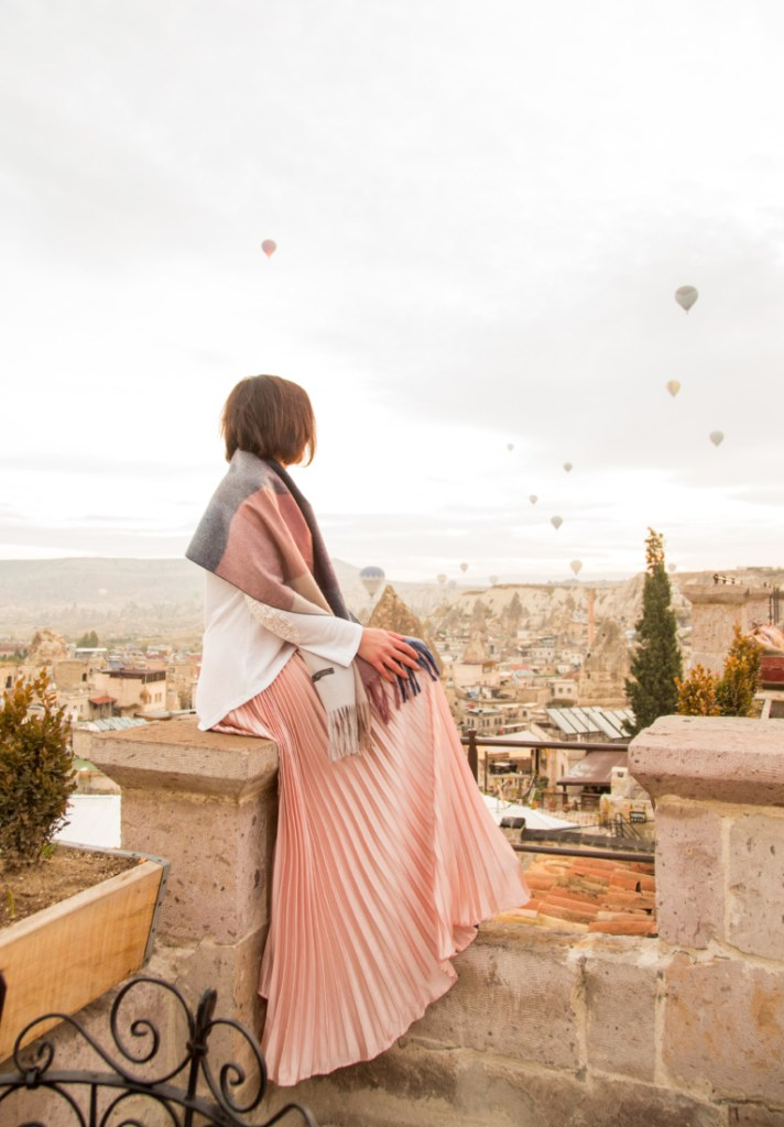 What I Wore for the Sultan Cave Suites Famous Terrace (for Viewing the Hot Air Balloons)