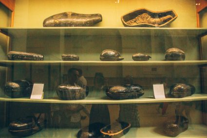 Food that was buried with Yuya and Tuya.