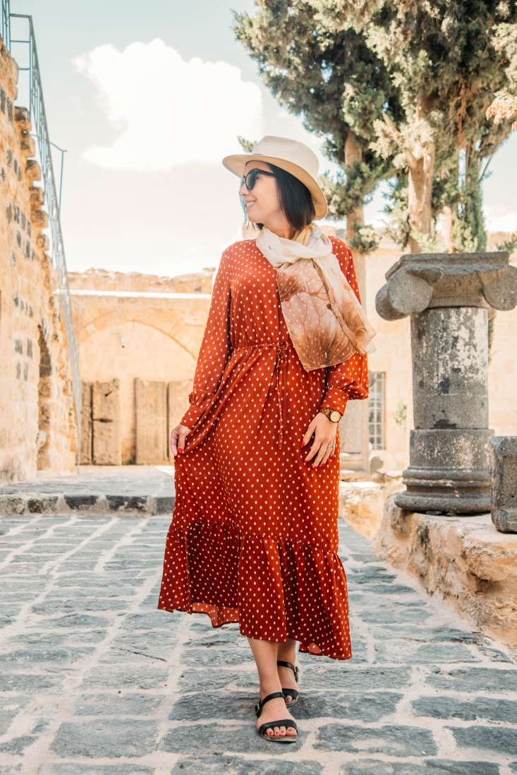 How to Dress Comfortably Yet Stylishly for Traveling in Jordan