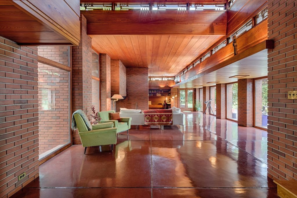 Still Bend/Frank Lloyd Wright's Schwartz House