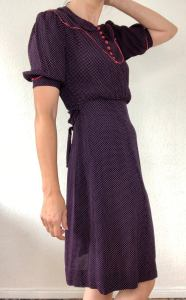 Very nice original 30s 40s midi dress vintage short sleevedoted
