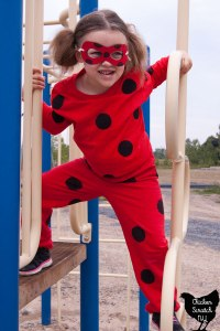 YOU ARE HERE: HOME / HALLOWEEN / DIY MIRACULOUS LADYBUG COSTUME WITH REVERSIBLE MASK DIY Reversible Ladybug & Cat Noir Mask + Costumes
