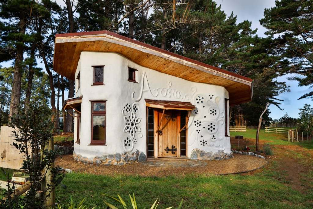 Aroha Cobhouse Cool Airbnb in New Zealand