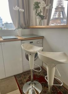 Studio apartment with Eiffel Tower views