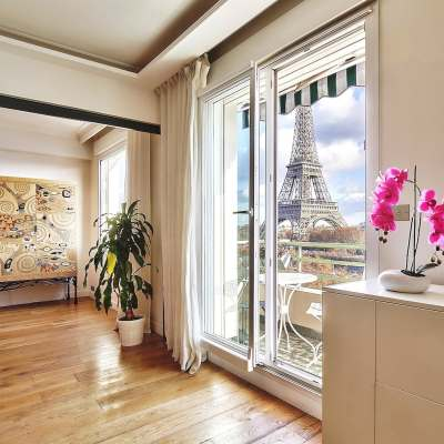 Luxury apartment with Eiffel Tower view