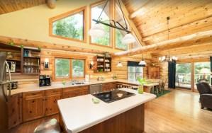 "SUPERCLEAN Nostalgic Log Home ""The Green Apple Lodge"""