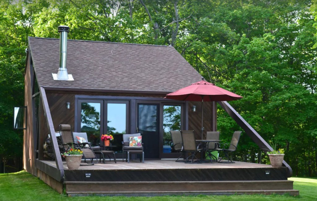 Upscale Cozy Cabin on Big Island, Lake Minnetonka, ***Accessible by boat only***