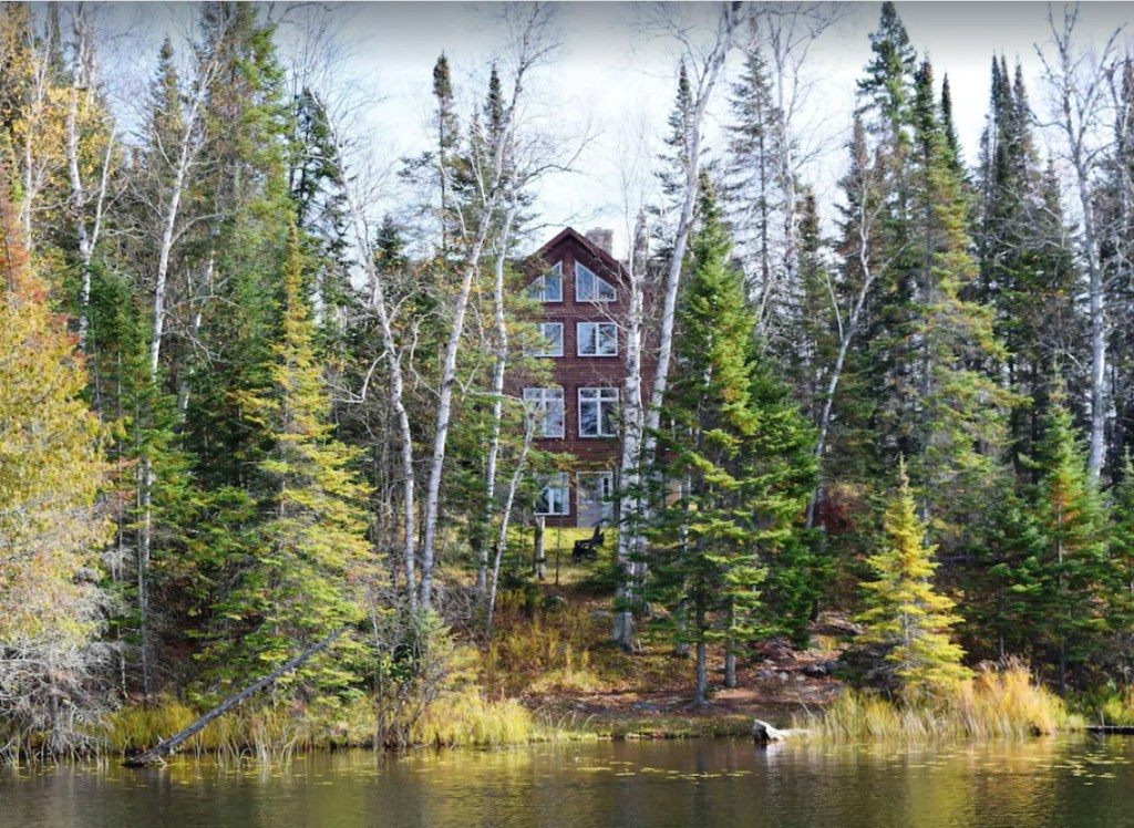 Private Luxury Lake Lodge *Jacuzzi*Fireplace*PingPong*Wifi*Deck*Quiet