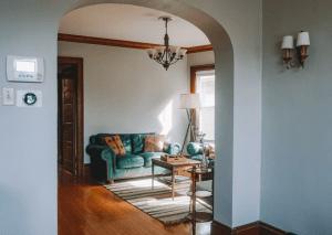 Classic 6-bedroom duplex in Bay View area