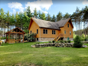 Charming private cabin with pool and hot tub - Adams, Wisconsin