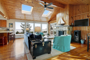 Sand Beach Cottage with 180-degree views of Whitefish Bay