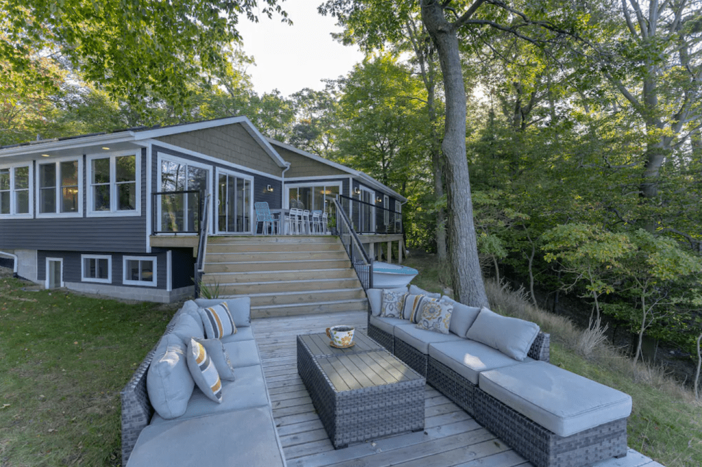 Luxury 6-bedroom Cottage with Direct Lake Michigan Access - Muskegon