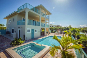 Gorgeous Waterfront 6-bedroom Villa with Pool and Boat Dock - Marathon