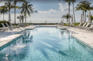 Three-story Premium Waterfront Villa with Pool and Jacuzzi - Islamorada