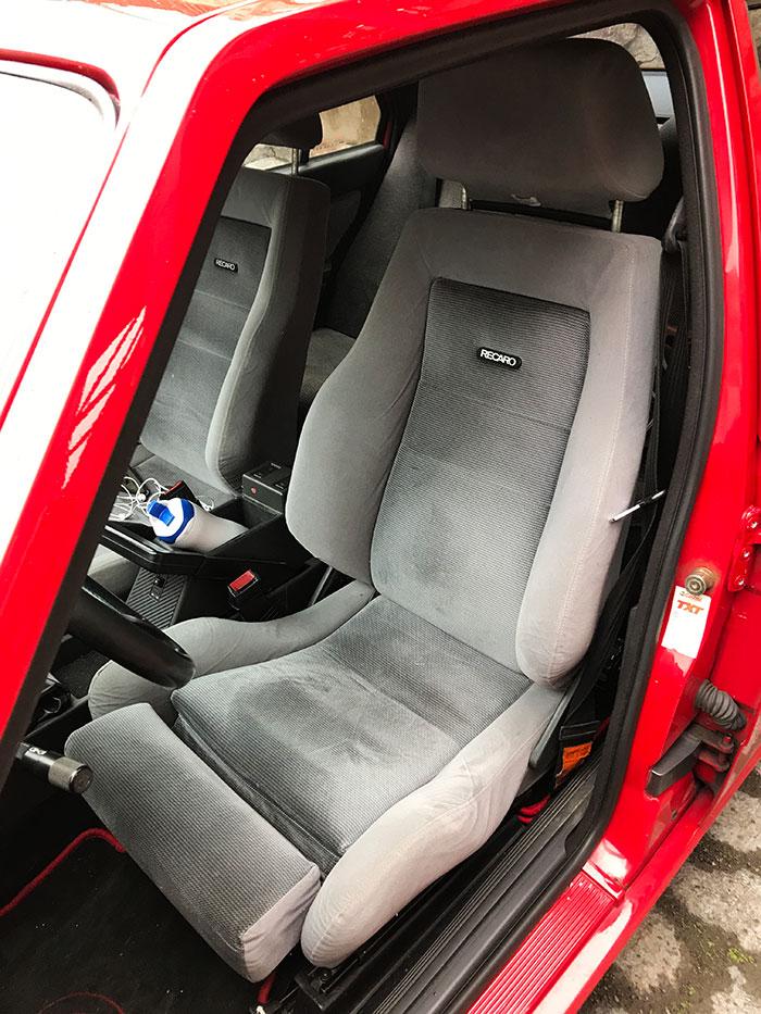 Recaron ortopediset sporttipenkit Alfa Romeo 75:ssa.