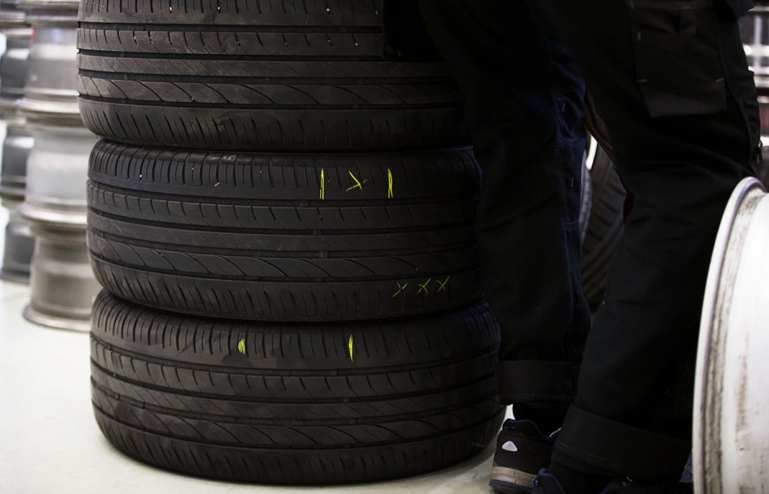 Merkkiä renkaisiin ennen oikaisun aloittamista, mistä kohdasta vanne on vääntynyt.
