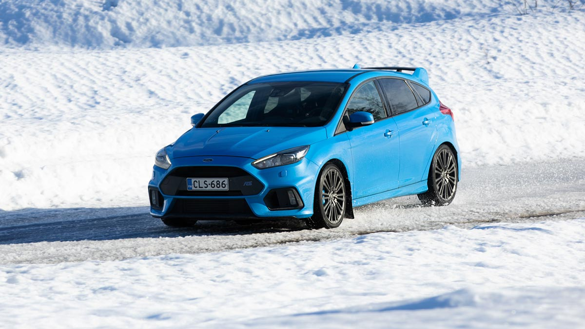Ford Focus RS – 350 hv, 440Nm (470 Nm overboostilla), launch control ja manuaalivaihteet - CHECK!