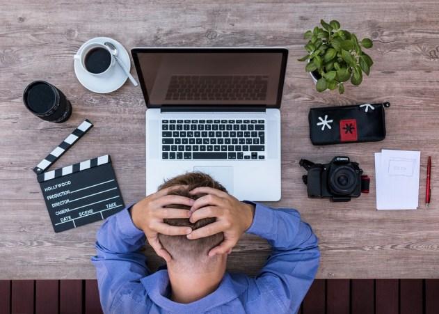 ezine writer on laptop mental block