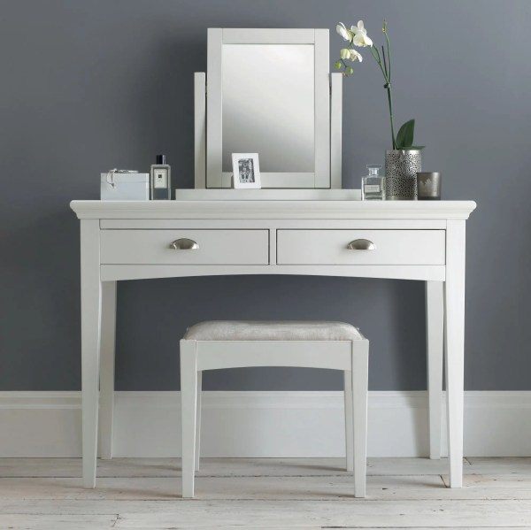 White Hampstead Table Dressing