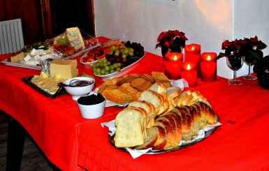 Line, Finn, Mette og Leif havde kreeret de mange forskellige hjemmelavede retter til den velsmagende julebuffet