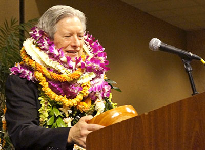 Jerris Hedges accepting the Hawaiʻi Medical Association's Physician of the Year award. (Photo courtesy of the John A. Burns School of Medicine)