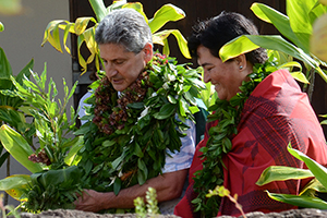 University of Hawaiʻi President David Lassner and Hawaiʻinuiākea School of Hawaiian Knowledge Professor Lilikalā K. Kameʻeleihiwa