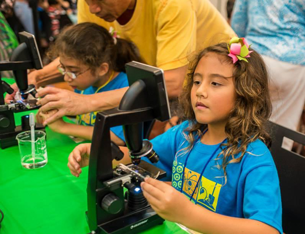 Students look at nematodes under the microscope at the 2015 Saturday GENE-iuses graduation celebration