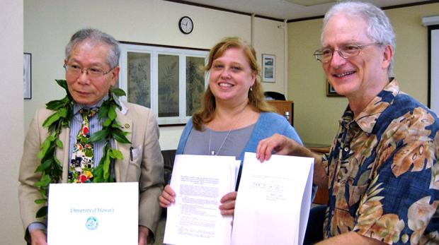 3 people holding memorandum