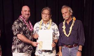 Akihiko Sinoto and Frank Stewart accepting award