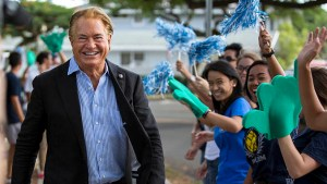 Jay Shidler and students waving puffy hands and pompoms
