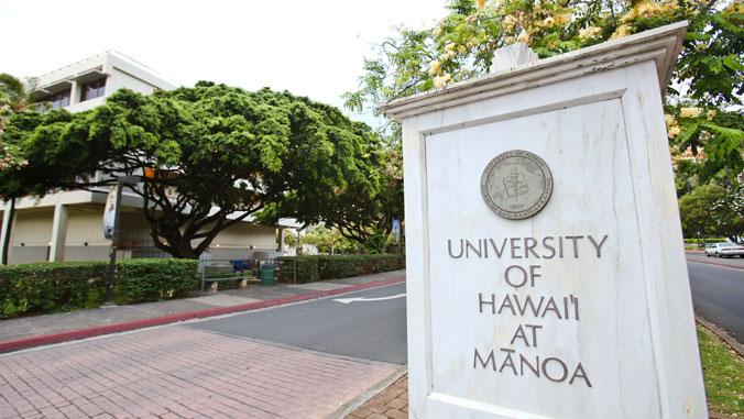 Entrance to campus U H Manoa