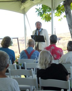 Sen. Daniel Inouye congratulates The Kohala Center and Kohala Watershed Partnership for its efforts to save Pelekane Bay. (Hawaii247 photo by Karin Stanton)