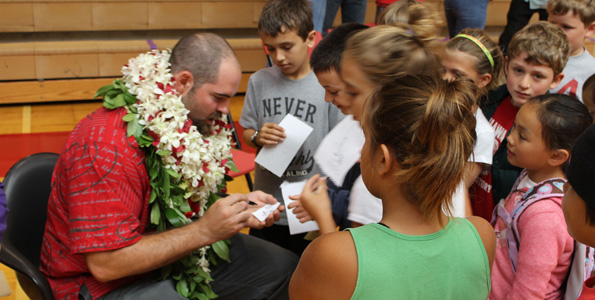 HPA alumni and Super Bowl champion Max Unger signs autographs for young Ka Makani. (Hawaii 24/7 photo by Karin Stanton)