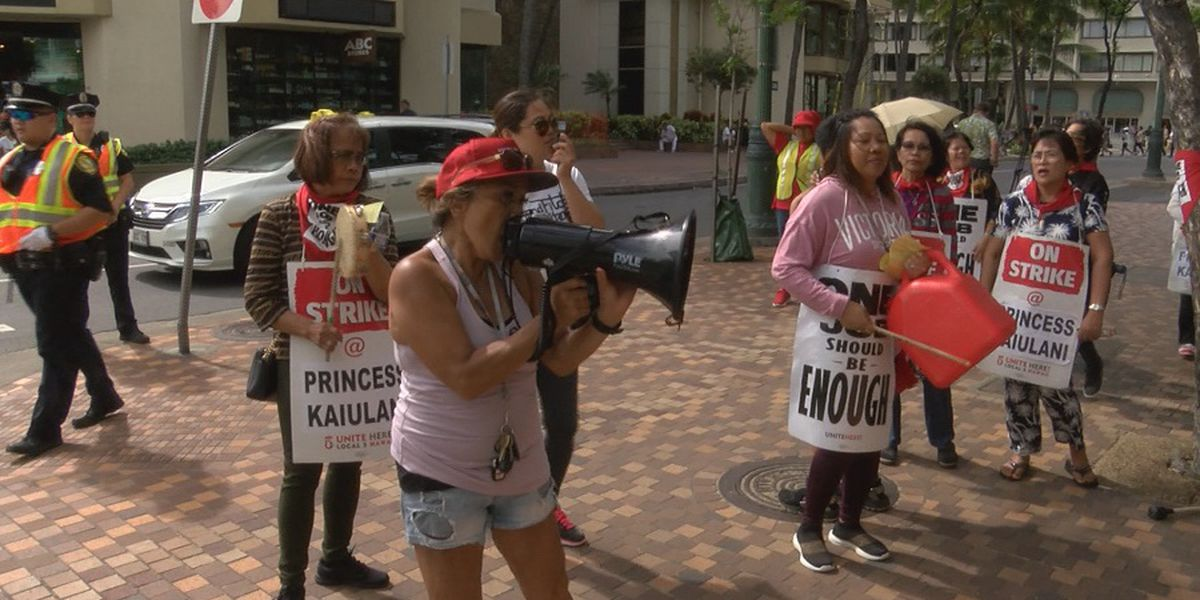 Hawaii hotel workers slated to remain on strike through Thanksgiving