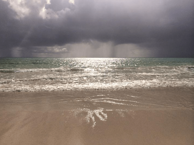 Rainstorm approaches Kailua beach
