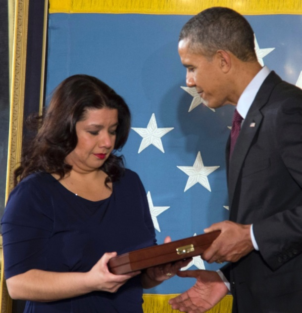 President Barack Obama presents Medal of Honor to Tina Duran-Ruvalcaba, daughter of Sgt. Jesus Duran