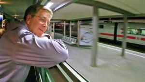 rr-rail-watch-travel-skills-rail