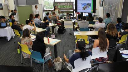 hawaii-student-entrepreneurs-holding-a-workshop-on-how-to-file-paperwork-for-a-business