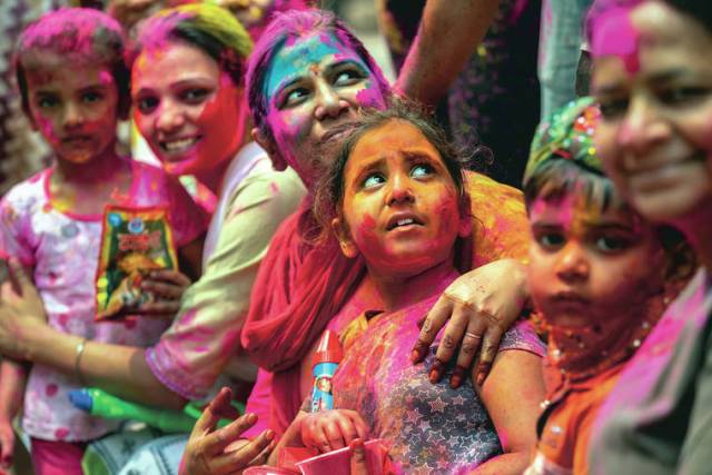 Indians gather for Holi celebrations as virus cases surge