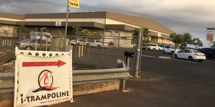 itrampoline-hawaii-00-distant