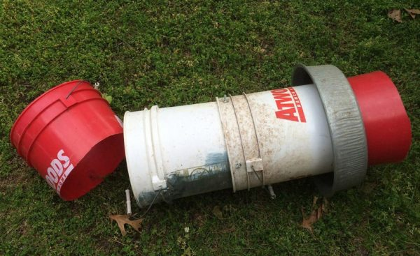 This easy DIY chicken feeder costs about $10 to make and holds 40lbs of feed. - Hawk-Hill.com