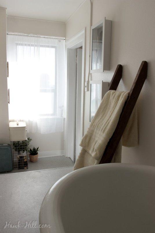 Multi-level bathroom in studio apartment