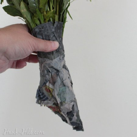 Pike Market Flower Seller Trick: How to package a bouquet of cut flowers that will last for days