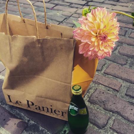 A Le Panier Picnic... plus Dahlia