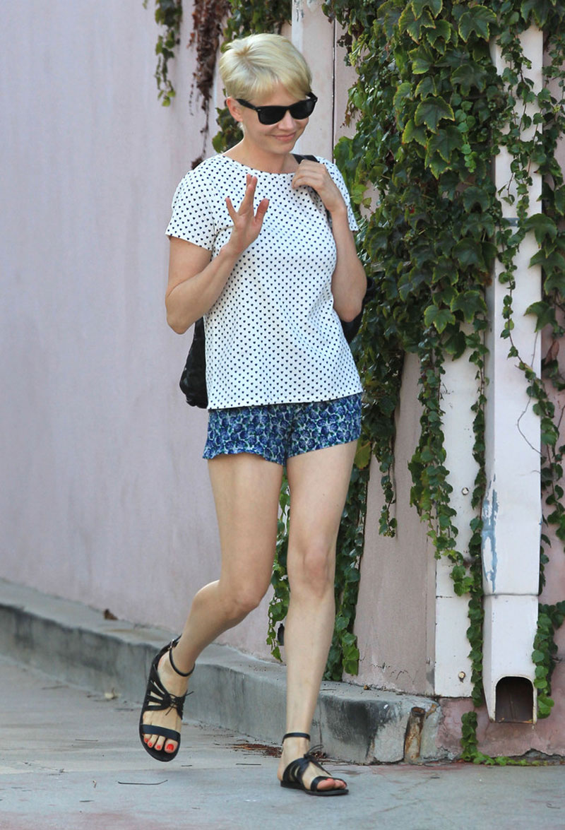 MICHELLE WILLIAMS Leggy Candids In Shorts At The Terri Lawton Skin Care Clinic HawtCelebs