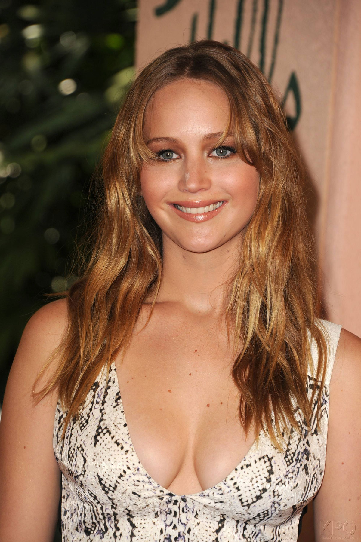 Girl Side Face Wallpaper Jennifer Lawrence At Hfpa Installation Luncheon In Beverly